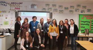 Em cima, à direita: Catherine Amison (UK), Amy Warner (Uk), Carlos Gomes de Sá (PT), Helen Robinson (Uk), Cláudio Gonzaga (PT), Iracema Arnaud (PT), Fátima Cunha (PT), Manuel Bernini (IT), Loredana Serafini (IT); Baixo: Federica Mancini (IT) e Chiara Frontini (coordenadora -IT)